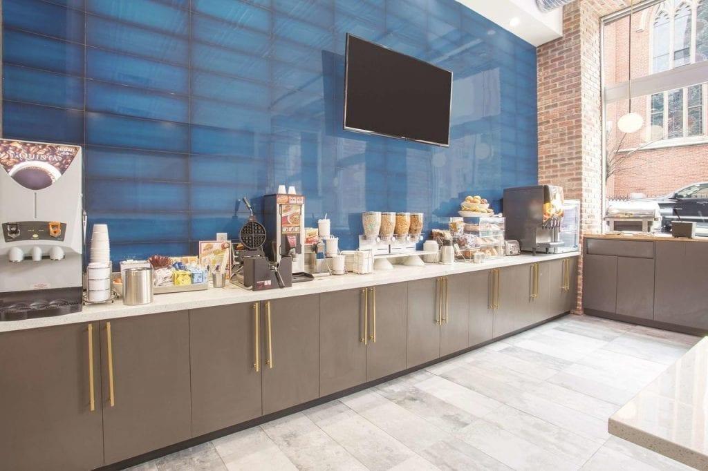 Wydnham - La Quinta Buffet bar by MWT Hotel & Resort Architect